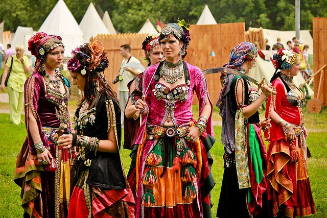 Buying Authentic Eastern Wear For Women At Greater Kailash