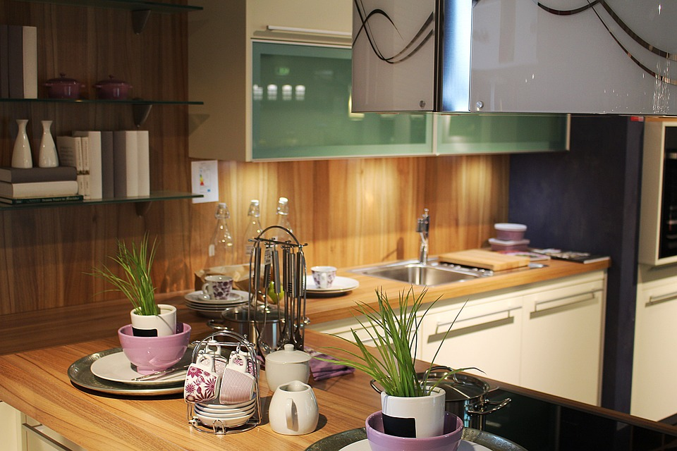 Light 'Em Up: Tips On Choosing The Right Light For Kitchen and Dining