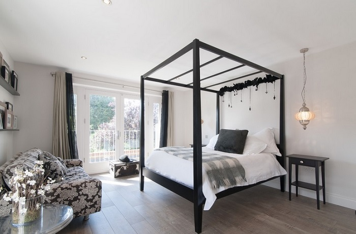How To Make A White Bedroom Interesting