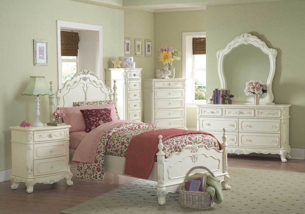 Significance Of Buying Dressers That Come Attached With Mirrors